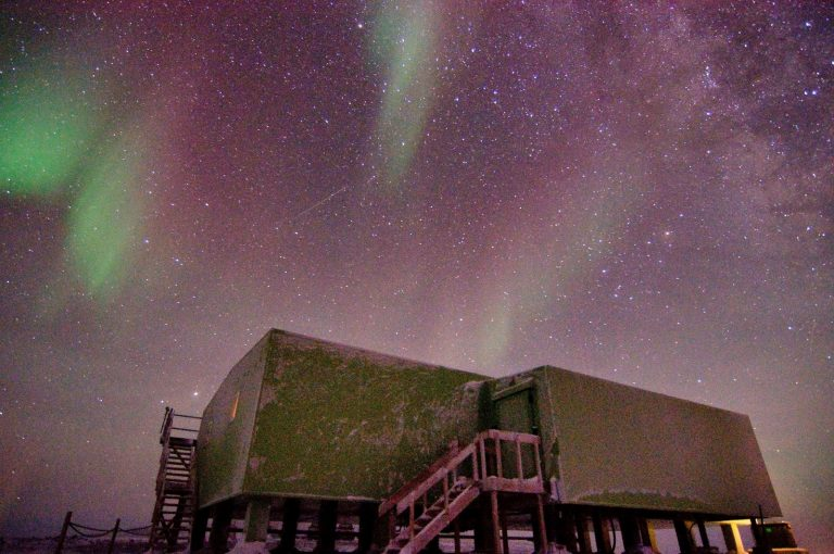 Research provides new clues to origins of mysterious atmospheric waves in Antarctica
